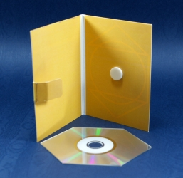 Дигипак, вид на разворот и шейп-СД диск.
