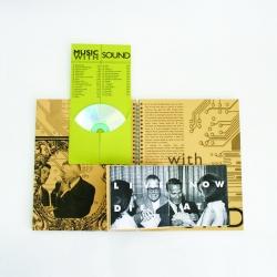 Вид на разворот, конверт для СД и брошюра открыты.