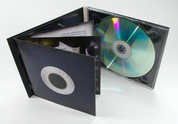 Диджипак CD формата с одним диском и буклетом