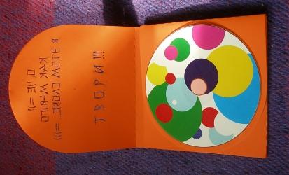 Digipack CD, 8 страниц, первый разворот, крепление диска на спайдер.