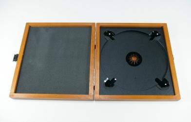 Упаковка из дерева для 1 СД или ДВД диска, вид на разворот.