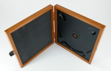 Шкатулка из дерева для 1 CD/DVD диска, крепление диска на пластиковый трей.
