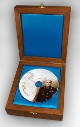 Деревянная шкатулка для DVD диска, внутренняя отделка голубым атласом