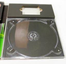 Крепление диска на трей, отсек для флеш-карты.