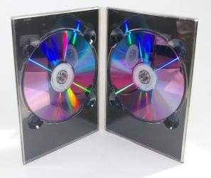 Digipack DVD, 4 полосы, на 2 диска. Диски крепятся в пластиковый трей.