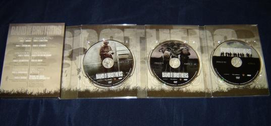 Диджипак DVD формата на 6 дисков, крепление дисков в трей