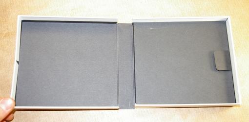 Дигибокс CD формата для 2х дисков и толстой брошюры.