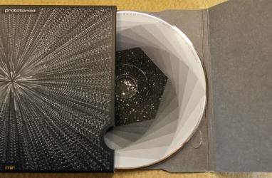 DBS - диск лежит на специальном картонном основании