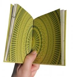 Бокс-сет, вид на разворот брошюры.