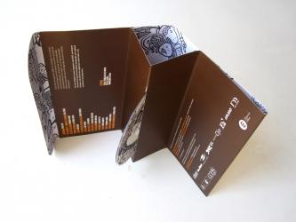 Упаковка DVD, вид на разворот, нестандартное крепление диска.